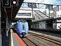 Kiha281 Limited express Super Hokuto at Tomakomai Station.jpg