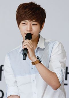 Kim Myung-soo at L's Bravo Viewtiful Fansigning Event 03.jpg