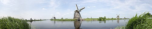 Kinderdijk Windmills Panorama.jpg