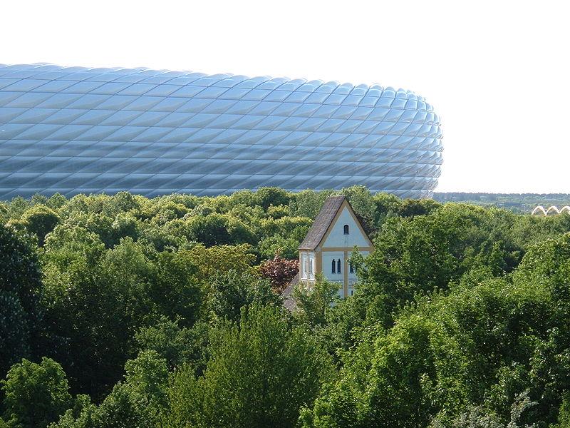 File:Kirche Stadion Froettmaning.JPG