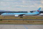 Korean Air Lines, HL8011, Boeing 777-3B5 ER (20166760789).jpg