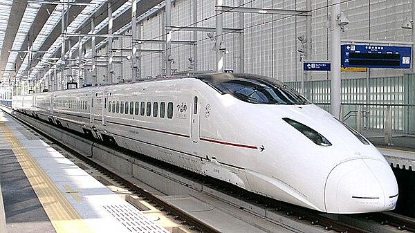 https://upload.wikimedia.org/wikipedia/commons/thumb/8/85/Kyushu_Shinkansen_800_series_Shin-Minamata_20041123.jpg/600px-Kyushu_Shinkansen_800_series_Shin-Minamata_20041123.jpg