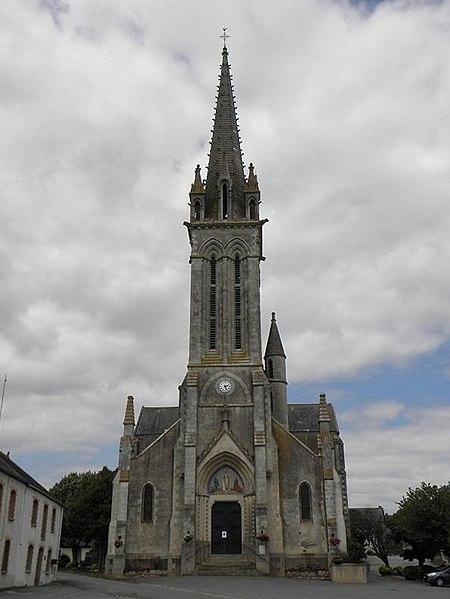 Façade principale de l'église Saint-Melaine à La Chapelle-Saint-Melaine, section de commune de La Chapelle-de-Brain (Ille-et-Vilaine, Bretagne, France).