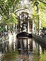 La Fontaine Médicis en automne.jpg