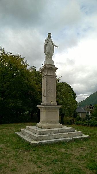 Statue La Vierge du Rocher in Châtillon-en-Michaille.