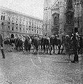 La cultura moderna - Milano 1898. Bivacco della cavalleria in piazza del Duomo.jpg
