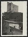 La tour de Crest, propriété de la famille Chabrières, photo prise de l'hôpital-hospice (34331852930).jpg