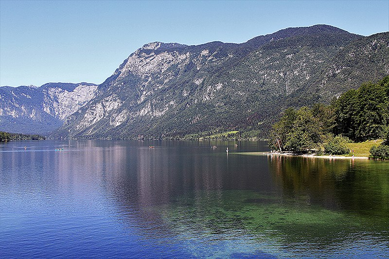 File:Lake Bohinj 2 (35983100222).jpg