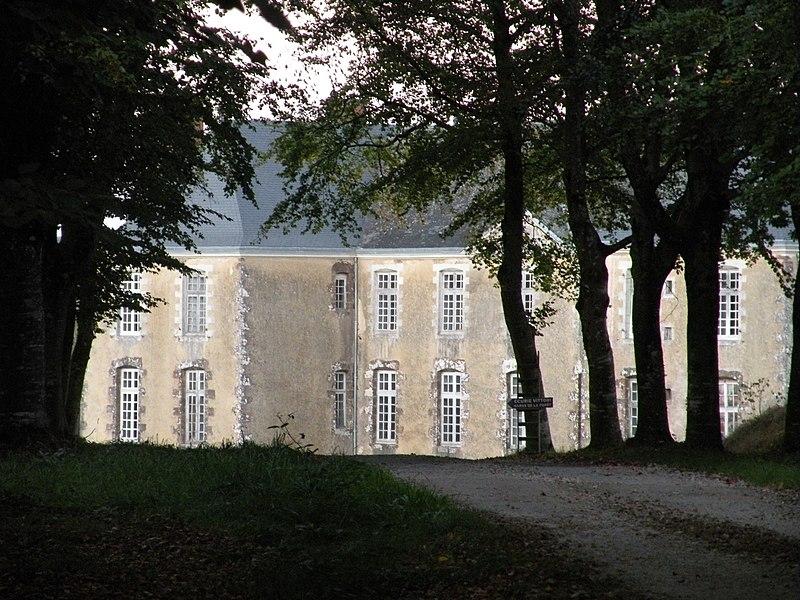 Le château de Fresnay au Bourgneuf-la-Forêt.