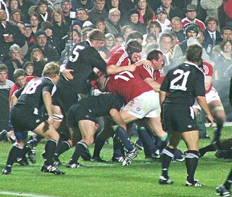 Ireland–United Kingdom relations - The British and Irish Lions rugby union team (red) against the New Zealand Maoris (black) in 2005