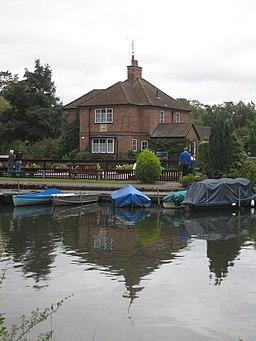 Lock keeper's house at Shiplake Lock - geograph.org.uk - 956337