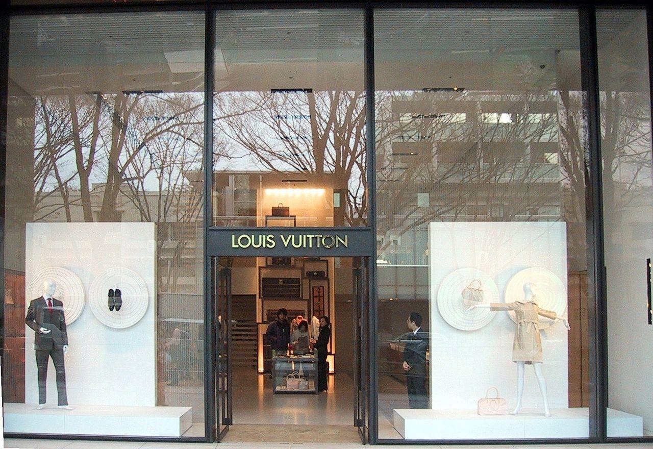 306048a6a Archivo:Louis Vuitton Store in Omotesando.jpg - Wikipedia, la ...