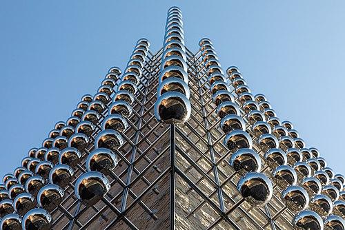 """Münster, LWL-Museum für Kunst und Kultur, Lichtkunstwerk """"Silberne Frequenz"""" -- 2020 -- 6445.jpg"""