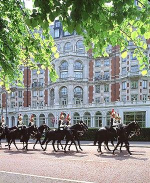 Mandarin Oriental Hyde Park, London - Image: Mandarin Oriental London Exterior Horses
