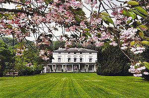 Manoir de Ban, la casa de Charles Chaplin enSuiza, donde pasó sus últimos años junto a su esposaOona O'Neill.