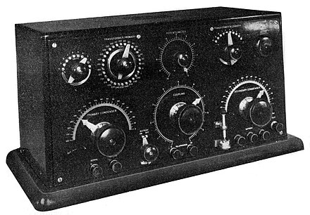 Marconi Type 106 crystal receiver made from 1915 to around 1920. Detector is visible at lower right. Until the triode began to replace it in World War 1 the crystal detector was cutting-edge technology. Marconi Type 106 crystal radio receiver.jpg