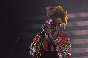 Martina Topley-Bird - Topley-Bird performing with Massive Attack in Conegliano, 2009