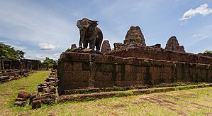 East Mebon - Image: Mebon Oriental, Angkor, Camboya, 2013 08 17, DD 06