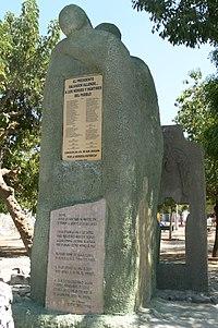 Memorial DDHH Chile 56 Memorial Población La Legua.jpg