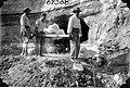 Men carrying Megatherium fossils (3567382517).jpg