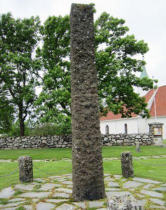 Ole Olsen Amundrød - Stone monument commemorating  Ole Olsen Amundrød and Iver Hesselberg at Tjølling Church