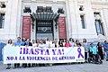 Minuto de silencio por el asesinato de una vecina de Madrid, víctima de la violencia de género 01.jpg