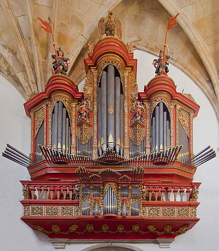 Baroque pipe organ of the 18th century at Monastery of Santa Cruz, Coimbra, Portugal Monasterio de Santa Cruz, Coimbra, Portugal, 2012-05-10, DD 09 organ edit.jpg