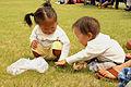 Mongolskie dzieci na lokalnym festiwalu Naadam (02).jpg