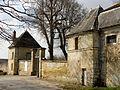 Montgeroult (95), château, écuries, portail et pavillon de garde.jpg