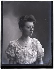 Mrs M Beaumont, 26 Oct (1906) (16395785159).jpg