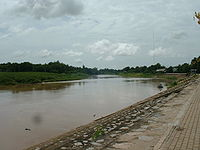 Nan River at Wat Tha Luang.jpg