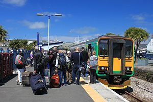 Newquay railway station - Image: Newquay FGW 153333 boarding passengers