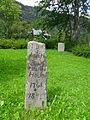 Nore stavkirke, gammel gravsten på kirkegården.jpg