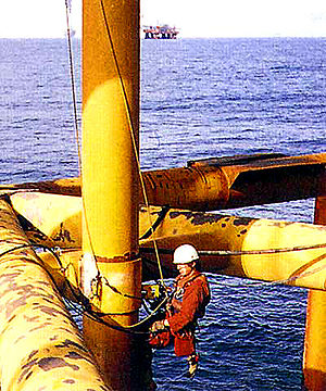 English: Inspector on offshore oil drilling rig.