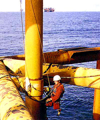 English: Inspector on offshore oil drilling rig