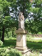 Ogród -posąg św. Wacława.jpg