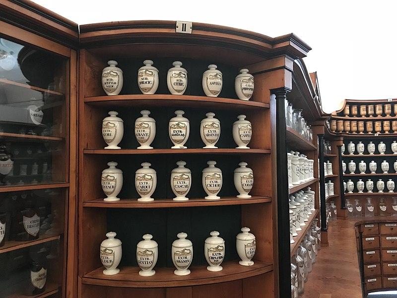 File:Old Prague pharmacy bottles in exposition History of pharmacies in Kuks Hospital in Kuks, Trutnov District.jpg