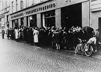 1942 in Norway - Image: Oslo queue ww 2