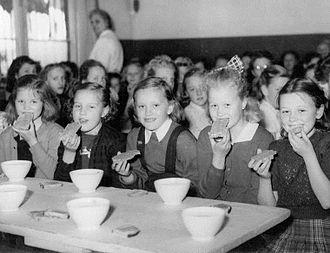 Oslo breakfast - Oslo breakfast at a primary school in Oslo in 1952