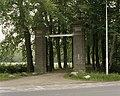 Overzicht van de toegangspoort--' De Pottenpoort', gezien vanaf de straat - Paterswolde - 20387335 - RCE.jpg