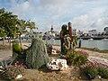 P1070890 Massif floral et Saint Gilles en fond.JPG