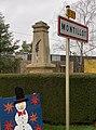 Panneau, monument aux morts et décoration de noël, Montillot (Yonne) en décembre 2020.jpg
