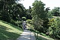 Parc des Buttes-Chaumont, allée 03.jpg