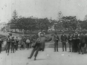 File:Patineur grotesque (1896).webm
