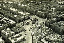 Piazza Garibaldi prima del 1960, quando la vecchia stazione, già declassata a stazione del passante ferroviario sotterraneo venne demolita per permettere la creazione di una piazza più grande