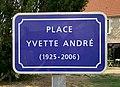 Place Yvette André (Ferrières) - plaque de rue.jpg