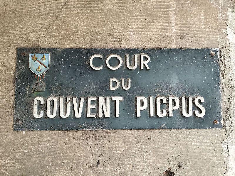 Exemple de plaque nommant toutes les rues anciennes du village de Condé en Brie