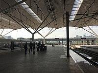 Platform of Shenzhen North Station 5.jpg