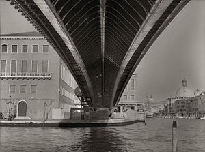 Ponte della Costituzione - Ponte della Costituzione, underside showing structure, 2015