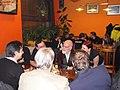 Praha, Haštalský dědek, Terry Pratchett s fanoušky.jpg